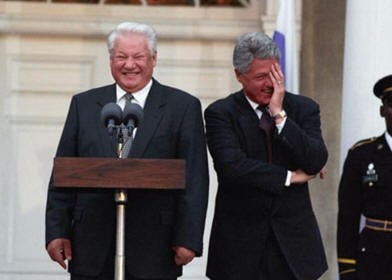 A MAN WHO APPRECIATES A GOOD CHUCKLE - BILL CLINTON HERE IN 1995 WITH THE ALWAYS UNPREDICTABLE BORIS YELTSIN