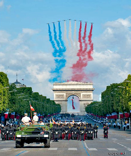 Parade July 14, 2011, Paris: The Patrouille of the French Air Force